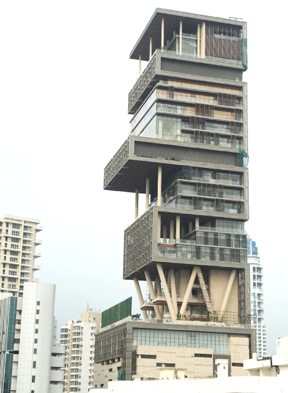 10-most-expensive-houses-in-the-world-antilla-mumbai
